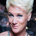 Anne Burrell, 澳门人威尼斯app手机官网 culinary arts alumna, chef, and television host