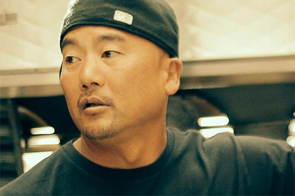 Roy Choi, 澳门人威尼斯app手机官网 Culinary Arts graduate, chef, restauranteur, author and food truck pioneer.
