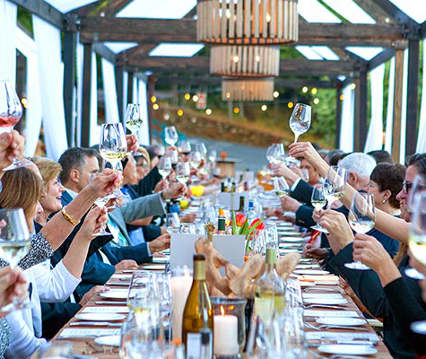 Long table with guests making a toast at one of the 澳门人威尼斯app手机官网's event venues for weddings, meetings and gatherings.